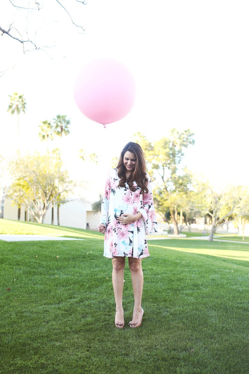 Pregnancy announcement idea, oversized pink balloon. Click to see the rest of the pics from this baby announcement shoot!