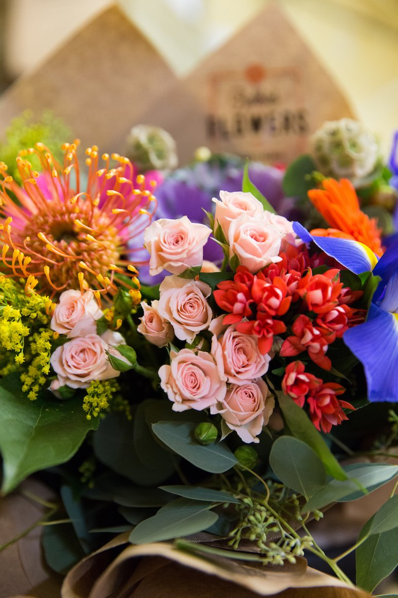 How to arrange fresh cut flowers and make them last longer. Click to read these easy tips from a florist!