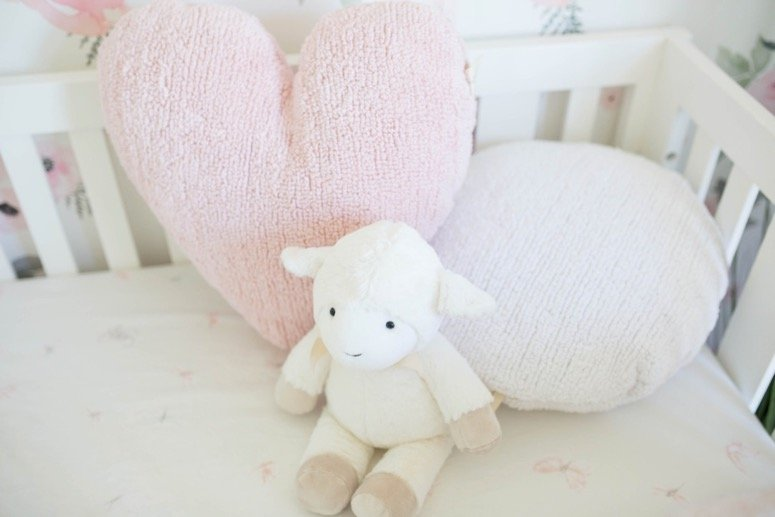 Baby girl nursery reveal, click to see all of the gorgeous details from this floral nursery!