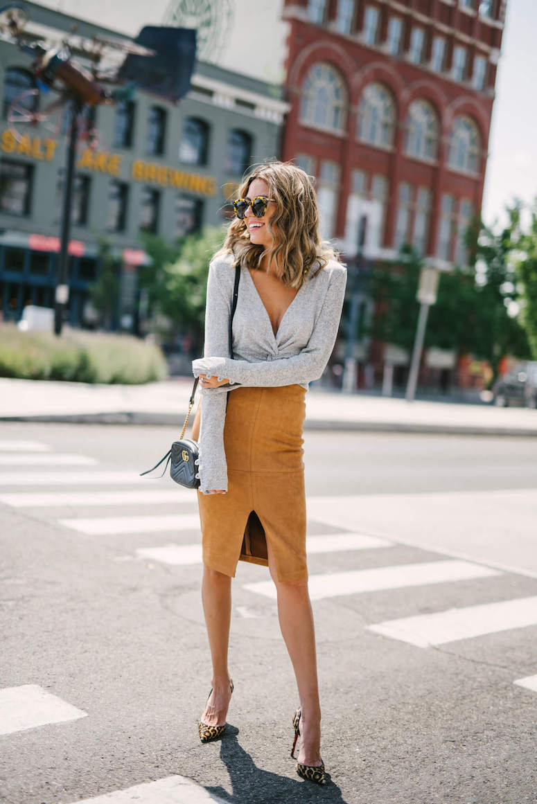 how to transition from summer to fall fashion suede skirt and grey sweater outfit