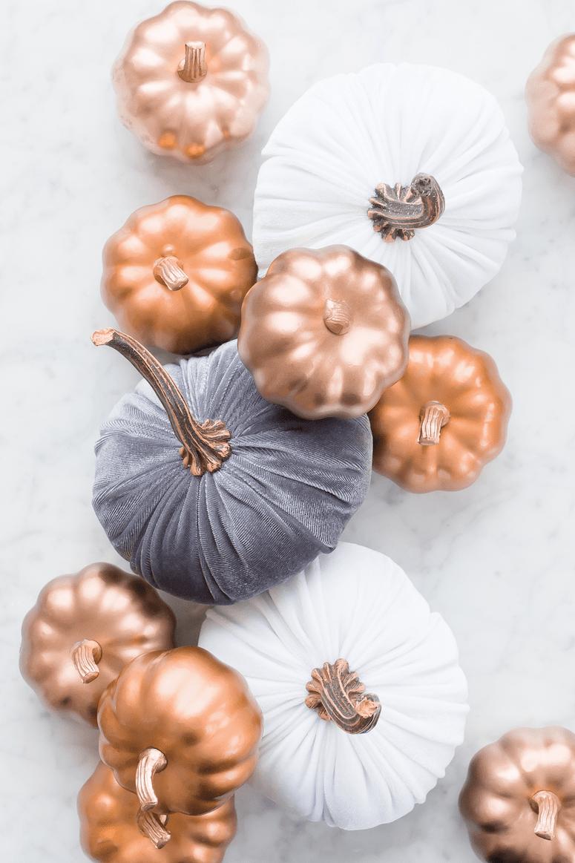 modern thanksgiving tablescape and decor ideas metallic pumpkins