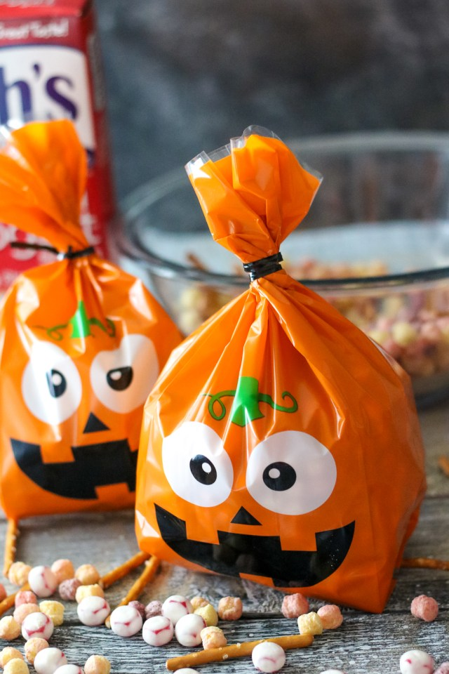 Welchs Fruit' n Yogurt Trick or Treat Snack Mix (1 of 1)
