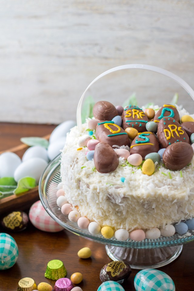 This Easter Tiered Tray is the perfect centerpiece for your Easter celebrations this year! Filled with everyone's favorite delicious candy, yum!