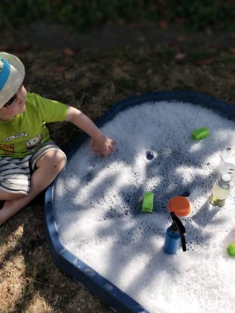 Tuff Tray Bubbly Water Play