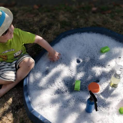 Tuff Tray Bubbly Water Play