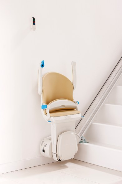 Footplate_armrests_seat_up_bottom_of_stairs_simplicity_plus