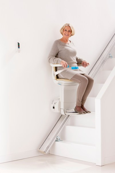 Woman_halfway_stairs_simplicity_plus