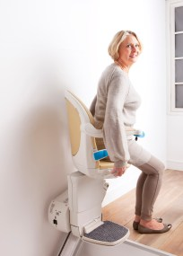 Woman_swivel_top_of_stairs_getting_off_simplicity_plus