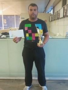 Kaky con el trofeo y la noche de hotel