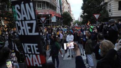 صورة إسبانيا: تزايد الاحتجاجات والمظاهرات ضد إدارة الحكومة لأزمة فيروس كورونا في عدة مدن