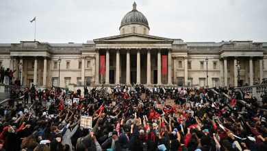 صورة أوروبا تبداء في طبول الشرارات الاولي وحوادث في لندن وروتردام  ومدن أخري أثناء احتجاجات على وفاة جورج فلويد