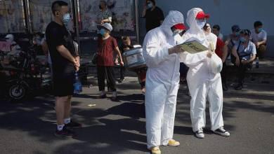 صورة بكين توصي بعدم مغادرة المدينة وإغلاق المناطق عالية الخطورة بعد تفشي الفيروس التاجي في السوق