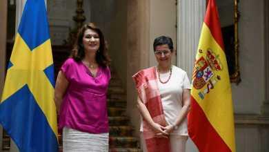 """صورة وزيرة الخارجية الإسبانية مع نظيرتها السويدية  إن صندوق الانتعاش الأوروبي """"ليس نفقات بل استثمار"""""""