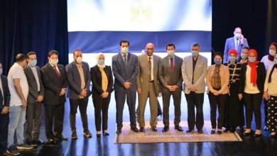 """صورة """"صبحي"""" يُكرم الإدارات المركزية ومديريات الشباب والرياضة الفائزة بجوائز التميز"""