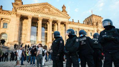 """صورة الرئيس الألماني يدين محاولة """"الاستيلاء"""" من جانب اليمين المتطرف على الرايخستاغ مقر البرلمان"""