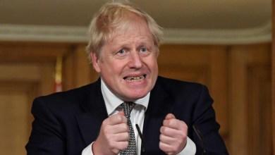 صورة جونسون يعلن إنهاء الإغلاق في إنجلترا ويستعد لخطة لتخفيف القيود في عيد الميلاد