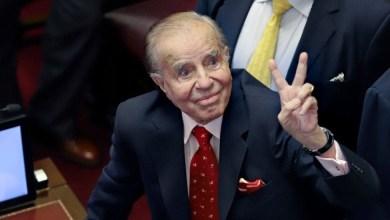 صورة وفاة الرئيس الأرجنتيني السابق كارلوس منعم من أصل سوري ورمز الأرجنتين في التسعينيات