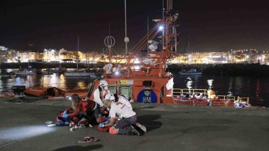 صورة وفاة الطفلة البالغة من العمر عامين والتي تم إنقاذها في حالة حرجة على متن قارب في جزر الكناري