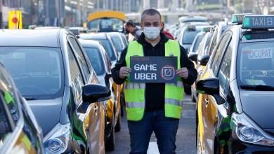 صورة قطاع سيارات الأجرة في برشلونة يعارض عودة أوبر إلى المدينة بمظاهرة ضخمة