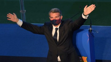 صورة الرئيس الجديد لنادي برشلونة يتذكر الراحل كرويف في حفل تنصيبه ويوعد باستمرارية ليو ميسي في برشلونه