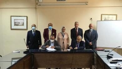صورة توقيع بروتوكول تنفيذي  للتعاون بين وكالة الفضاء المصريه ومعهد الهندسه بأكاديمية طيبة