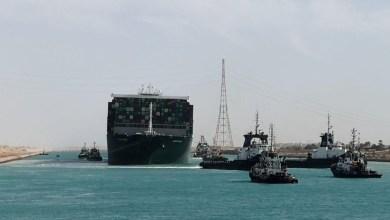 صورة هيئة قناة السويس المصرية ستطلب أكثر من مليار دولار كتعويض وغادرت آخر السفن المحاصرة الممر المائي