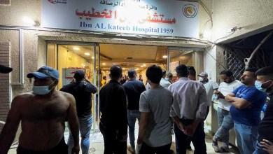 صورة في مستشفى ببغداد بعد انفجار اسطوانات الأكسجين توفي ما لا يقل عن 80 مريضا بفيروس كورونا بسبب الاختناق