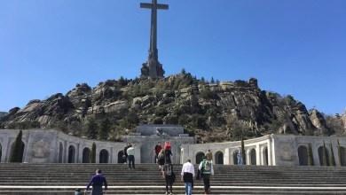 صورة الحكومة الإشتراكية الإسبانية تطلب الحصول على رخصة للتمكن من البدء في إخراج جثث الضحايا المدفونين في وادي الشهداء