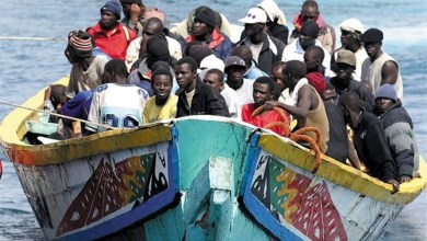 صورة إنقاذ حوالي 250 مهاجرًا في خمسة زوارق وقوارب عند وصولهم إلى جزر الكناري ولازالت نزاعات البوليساريو بين المغرب وإسبانيا