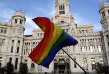 صورة الحكومة الإسبانية الائتلافية في أكثر المظاهر السياسية بفخر للمثليين  LGTBI كرسالة ضد المعارضة اليمينية وفوكس المتطرف