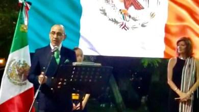 """صورة سفير المكسيك بالقاهرة يكشف النقاب عن تمثال """"موريلوس"""" خادم الأمة"""