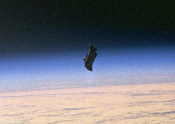 オカルト サイエンス 黒騎士 ブラック ナイト 衛星