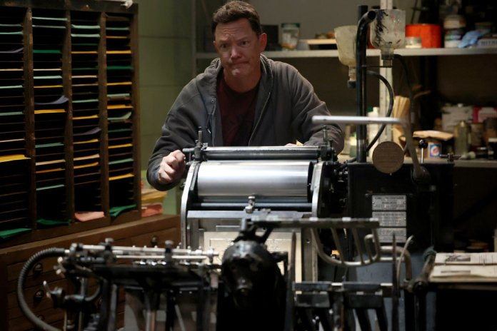 """GOOD GIRLS -- """"Strong Hearts Strong Sales"""" Episode 410 -- Pictured: Matthew Lillard as Dean Boland -- (Photo by: Jordin Althaus/NBC)"""
