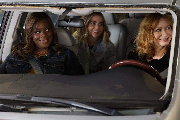 """GOOD GIRLS -- """"Put It All On Two"""" Episode 411 -- Pictured: (l-r) Retta as Ruby Hill, Mae Whitman as Annie Marks, Christina Hendricks as Beth Boland -- (Photo by: Jordin Althaus/NBC)"""