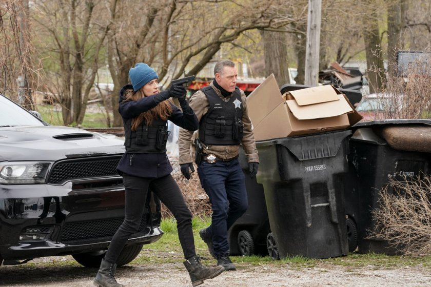 """CHICAGO P.D. -- """"The Right Thing"""" Episode 815 -- Pictured: (l-r) Marina Squerciati as Kim Burgess, Jason Beghe as Hank Voight -- (Photo by: Lori Allen/NBC)"""
