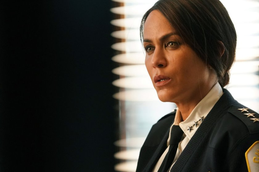 """CHICAGO P.D. -- """"The Right Thing"""" Episode 815 -- Pictured: Nicole Ari Parker as Samantha Miller -- (Photo by: Lori Allen/NBC)"""