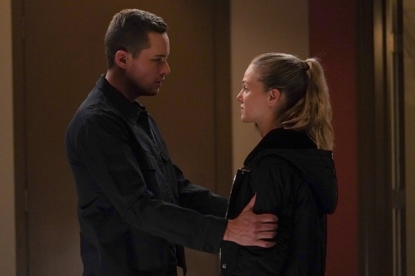 """CHICAGO P.D. -- """"The Other Side"""" Episode 816 -- Pictured: (l-r) Jesse Lee Soffer as Jay Halstead, Tracy Spiridakos as Hailey -- (Photo by: Lori Allen/NBC)"""
