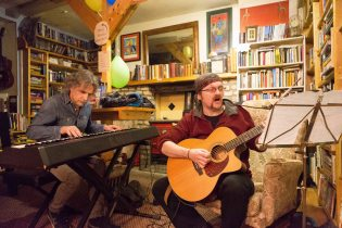 """Paulo Cerato and Trevor Hansbury performing at the """"Blues and Books"""" event at Sceil Eile as part of the Ennis Book Club Festival this weekend. Photograph by Eamon Ward"""