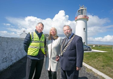 Pictured at Loop Head Lighthouse today are Tommy McInerney, Lighthouse Keeper,Anne Doyle and Cathaoirleach of Clare County Council John Crowe.Pic Arthur Ellis.