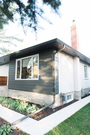Winnipeg home with Hardie lap siding