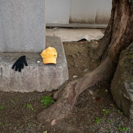Abandoned children hat and gloves