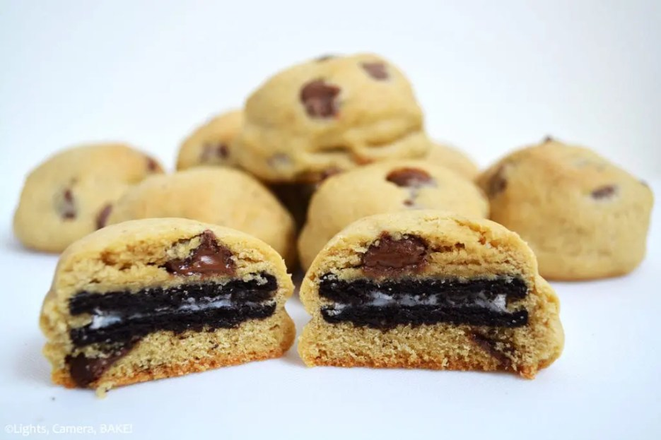 Oreo Stuffed Chocolate Chip Cookies. Oreo inside a soft and chewy chocolate chip cookie.... What's not to love?! Click the photo for the #recipe. #oreostuffedcookie