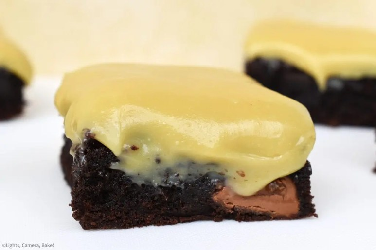 Caramel Brownies are a rich and fudgy chocolate brownie topped with a gooey, buttery, condensed milk caramel sauce. Perfect balance between sweet and rich. #condensedmilkcaramel #caramelbrownies #fudgybrownies