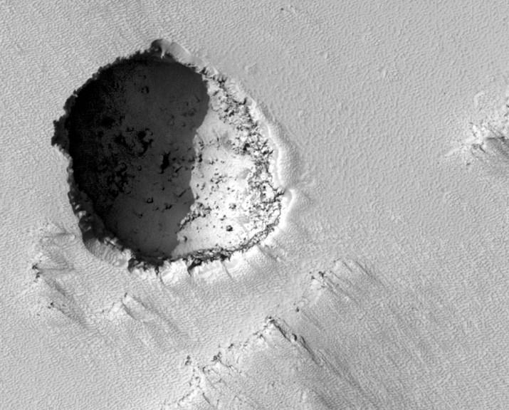 pavonis mons pit - Entradas a cavernas subterraneas en Marte ¿…?