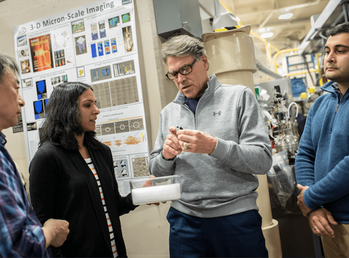 Secretary of Energy visits Berkeley Lab