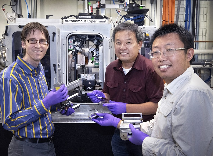 Smarter experiments for faster materials discovery