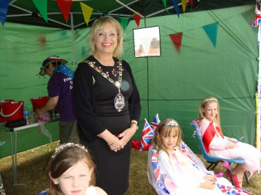 1-The Mayor Cllr Joanne Potter with the carnival princesses
