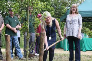Karen Whelan planting tree with Mayor