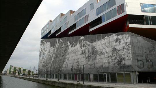 VM Bjerget (Mountain Dwellings), appartements montagne, vue de façade - Ørestad City, Copenhague, Danemark - Architectes : Bjarke Ingels Group - Photo : Vincent Laganier