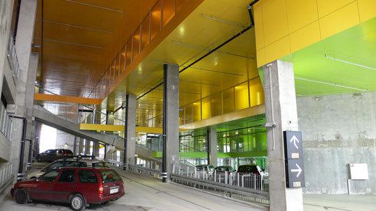 VM Bjerget (Mountain Dwellings), appartements montagne, parking inférieur couleur - Ørestad City, Copenhague, Danemark - Architectes : Bjarke Ingels Group - Photo : Vincent Laganier